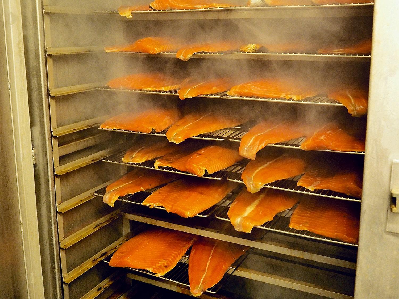 Saumon fumé artisanal et bio - restaurant traiteur poissonnerie - Rennes, Bretagne, Nantes - Savoir faire - Fumage -3