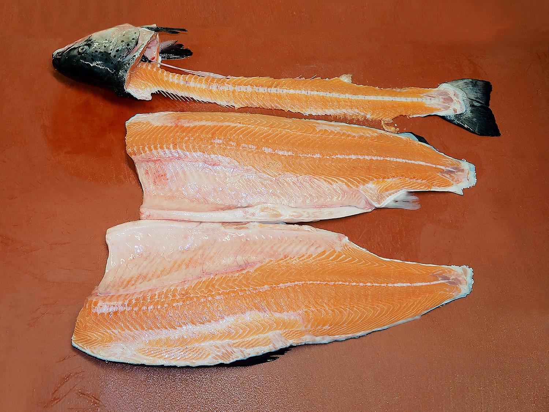Saumon fumé artisanal et bio - restaurant traiteur poissonnerie - Rennes, Bretagne, Nantes - Savoir faire - Salage et rincage-3